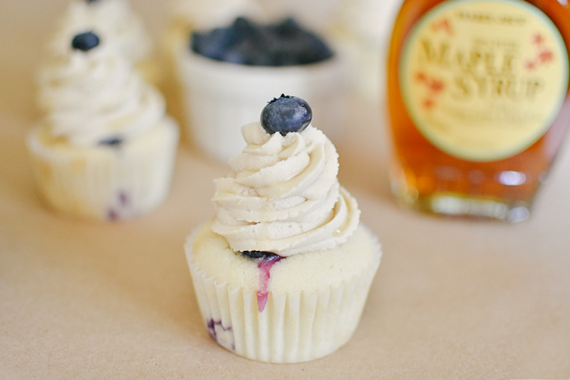 blueberry maple cupcakes